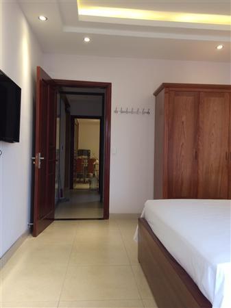Nhà mặt phố Lê Thanh Nghị, DT 83 m2 x 4,5 tầng, 2 mặt tiền.
