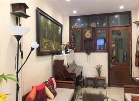 Bán gấp nhà mặt phố Lê Thanh Nghị, HN.DT 60 m2 x 4 tầng. 2MT