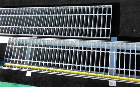 Sản xuất tấm sàn grating, nắp mương thép, san grating