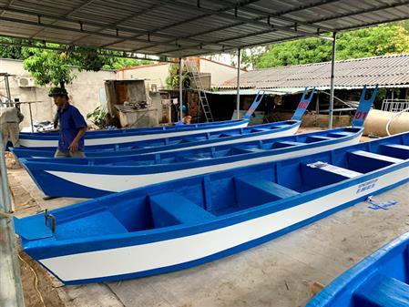 Thuyền đua nhựa, thuyền đua truyền thống, thuyền đua