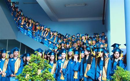 xưởng may lễ phục tốt nghiệp đại học văn lang