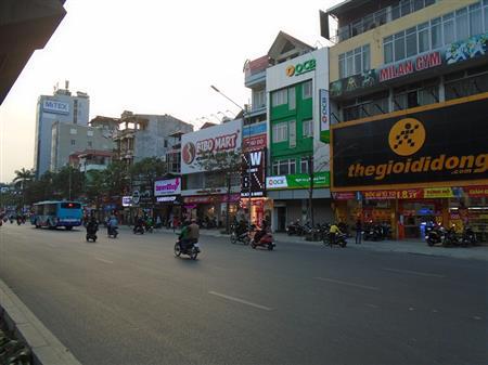 Sang nhượng cửa hàng giày dép mặt đường Nguyễn Trãi, gần